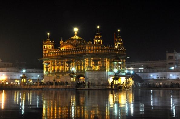El templo por la noche